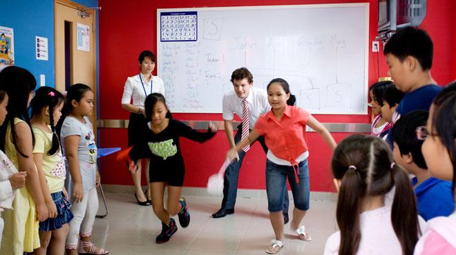 vui chơi cùng giáo viên nước ngoài 10