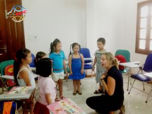 Thuê giáo viên nước ngoài ở đâu thì tốt?