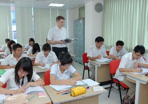 Giáo viên bản ngữ dạy trong trường học