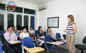 Lợi ích thuê giáo viên nước ngoài dạy tiếng Anh học sinh Việt Nam
