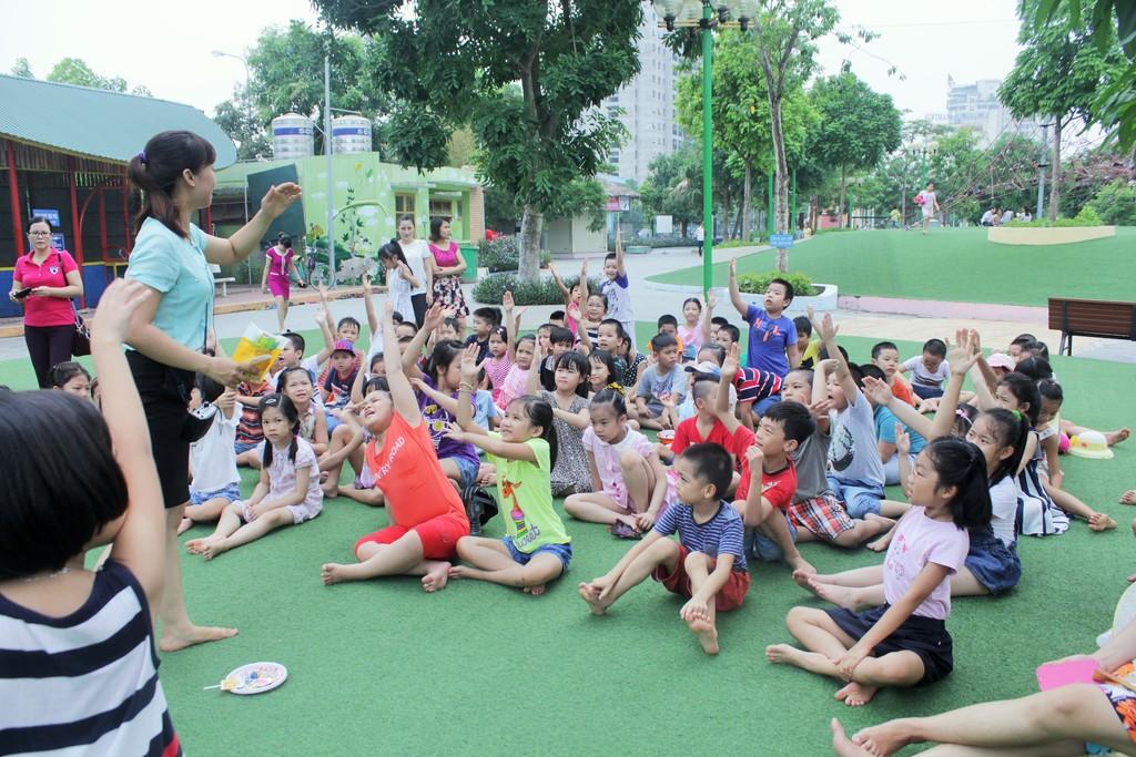 giáo viên nước ngoài tổ chức hoạt động hè 2