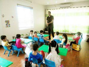 Đề xuất dạy tiếng Anh chính khóa cho trẻ mầm non