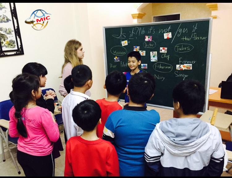 lợi ích thuê giáo viên nước ngoài