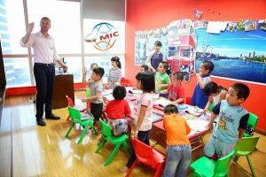Học tiếng Anh với người nước ngoài sớm giúp trẻ làm chủ ngôn ngữ