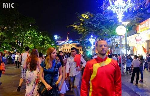 Những người nước ngoài đón năm mới tại Việt Nam
