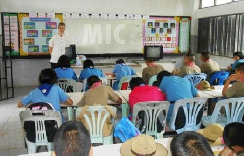 Giáo viên bản ngữ phải thi vượt rào văn hóa bản địa tại Thái