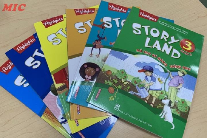 """(Tiếng Việt) Trẻ học tiếng Anh với bộ sách giáo khoa """"Xứ sở truyện"""""""