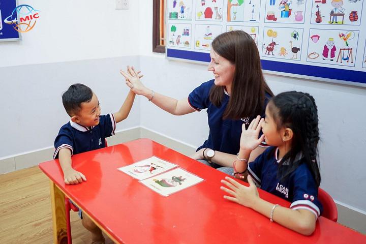 (Tiếng Việt) Hãy đầu tư thông minh cho trẻ học tiếng Anh đúng nhất