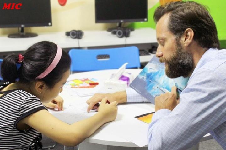 (Tiếng Việt) Học giáo viên người bản ngữ liệu có lợi trong việc hoc tiếng Anh