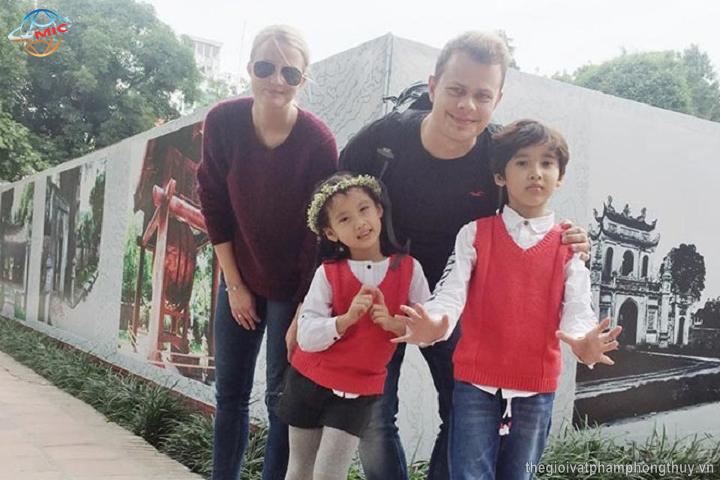 Bí quyết học tiếng Anh bất ngờ của hai bé người Việt
