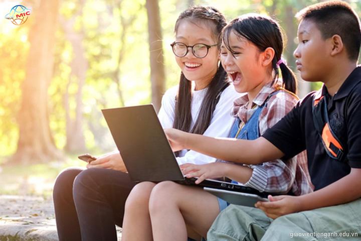 Đưa công nghệ vào việc hỗ trợ học tiếng Anh có tốt không