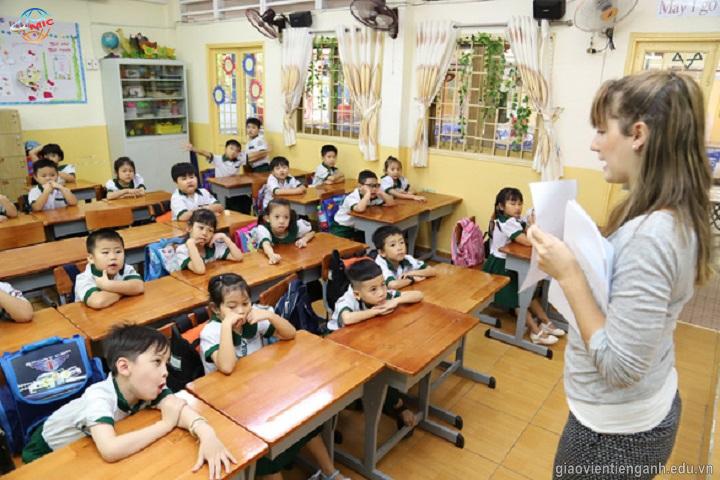 Giảm giờ học với giáo viên nước ngoài ở TP.HCM