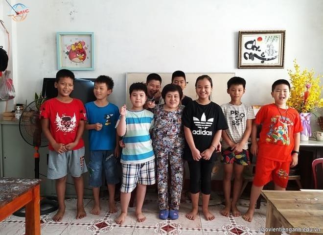 Lớp học tiếng Anh của cô giáo bị ảnh hưởng chất độc màu da cam