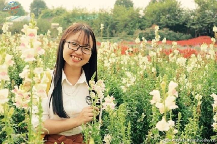 Nữ sinh viên H'Mông mở lớp dạy tiếng Anh miễn phí